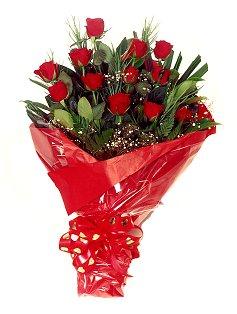 12 adet kirmizi gül buketi  Kütahya yurtiçi ve yurtdışı çiçek siparişi