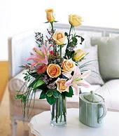 Kütahya hediye sevgilime hediye çiçek  cam yada mika vazo içerisinde gül kazablanka