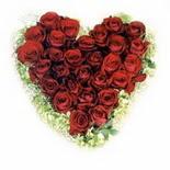 kalp biçiminde 15 gülden   Kütahya internetten çiçek satışı