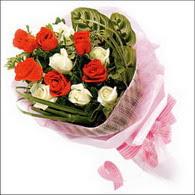 5 kirmizi 5 beyaz güllerden   Kütahya İnternetten çiçek siparişi