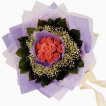 12 adet gül ve elyaflardan   Kütahya çiçek mağazası , çiçekçi adresleri