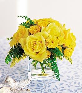 Kütahya çiçek yolla  cam içerisinde 12 adet sari gül