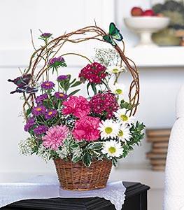 Kütahya çiçek yolla  sepet içerisinde karanfil gerbera ve kir çiçekleri