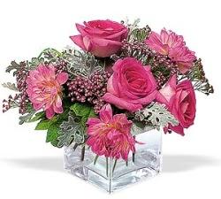 Kütahya çiçek yolla  cam içerisinde 5 gül 7 gerbera çiçegi