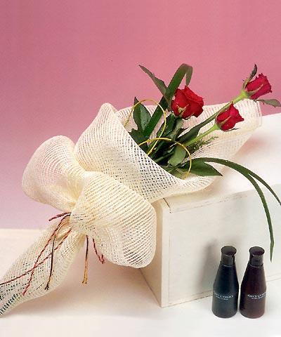 3 adet kalite gül sade ve sik halde bir tanzim  Kütahya online çiçekçi , çiçek siparişi