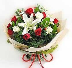 güller ve kazablanklardan görsel bir buket  Kütahya güvenli kaliteli hızlı çiçek