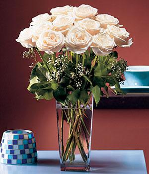 Kütahya çiçek , çiçekçi , çiçekçilik  Cam yada mika vazo içerisinde 12 gül