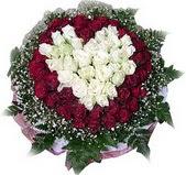 Kütahya çiçekçi mağazası  27 adet kirmizi ve beyaz gül sepet içinde