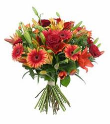 Kütahya uluslararası çiçek gönderme  3 adet kirmizi gül ve karisik kir çiçekleri demeti