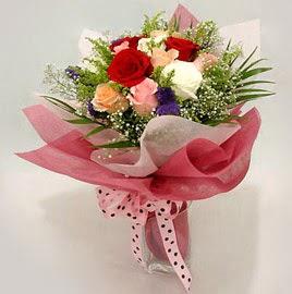 Karisik renklerde 11 adet gül buketi  Kütahya uluslararası çiçek gönderme
