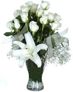 cam içerisinde 11 beyaz gül ve 1 kazablanka  Kütahya kaliteli taze ve ucuz çiçekler
