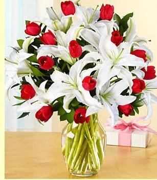 Kütahya kaliteli taze ve ucuz çiçekler  3 kazablanka 10 kırmızı gül vazosu
