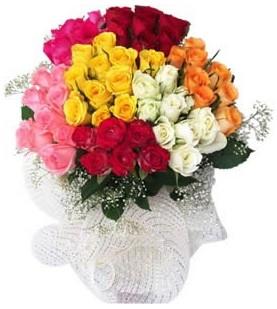 Kütahya 14 şubat sevgililer günü çiçek  51 adet farklı renklerde gül buketi