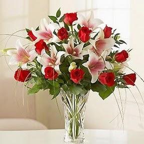 Kütahya çiçekçi mağazası  12 adet kırmızı gül 1 dal kazablanka çiçeği