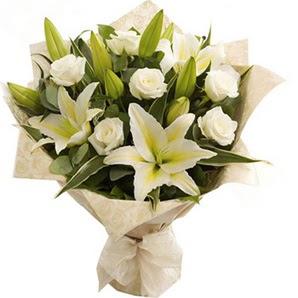 Kütahya çiçek satışı  3 dal kazablanka ve 7 adet beyaz gül buketi
