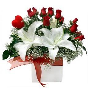 Kütahya çiçek mağazası , çiçekçi adresleri  1 dal kazablanka 11 adet kırmızı gül vazosu