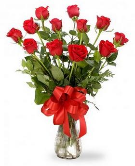 Kütahya hediye sevgilime hediye çiçek  12 adet kırmızı güllerden vazo tanzimi