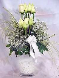 Kütahya İnternetten çiçek siparişi  9 adet vazoda beyaz gül - sevdiklerinize çiçek seçimi
