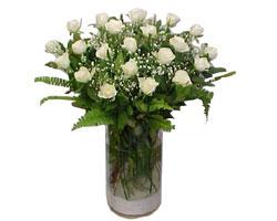 Kütahya çiçekçiler  cam yada mika Vazoda 12 adet beyaz gül - sevenler için ideal seçim