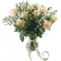 Vazoda 8 adet beyaz gül  Kütahya çiçekçi telefonları