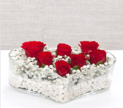 kalp içerisinde 7 adet kırmızı gül  Kütahya çiçek yolla , çiçek gönder , çiçekçi