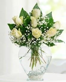 Cam içerisinde 7 adet beyaz gül  Kütahya çiçek yolla