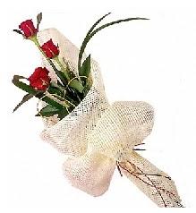 3 adet kırmızı gül buketi  Kütahya internetten çiçek satışı