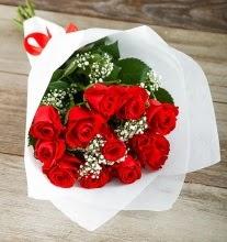 9 kırmızı gülden buket çiçeği  Kütahya uluslararası çiçek gönderme