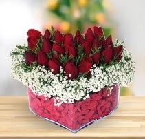 15 kırmızı gülden kalp mika çiçeği  Kütahya anneler günü çiçek yolla