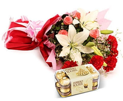 Karışık buket ve kutu çikolata  Kütahya hediye sevgilime hediye çiçek
